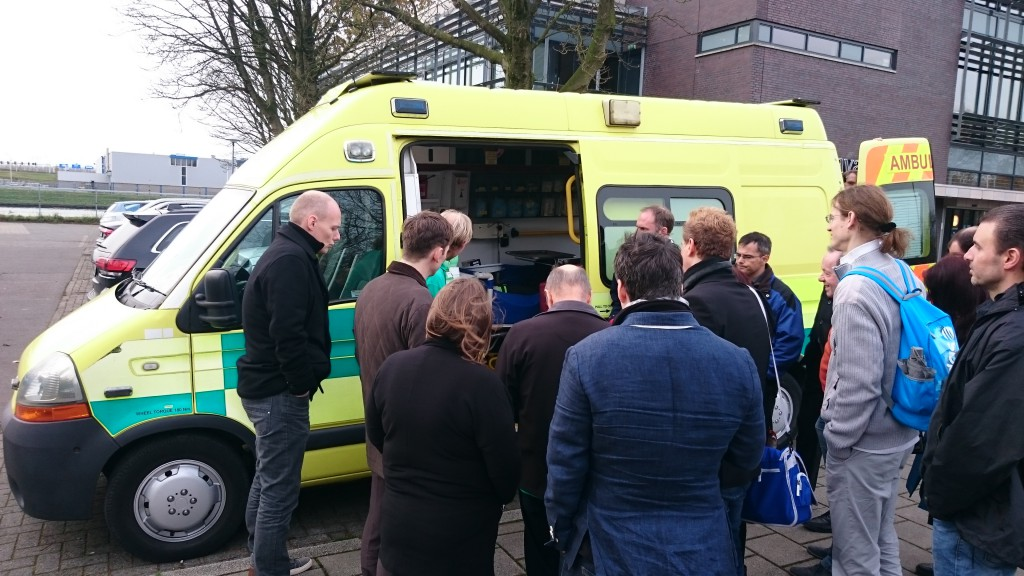 Besichtigung der CUK Ambulance beim CUK-Training in Utrecht, Nov. 2015